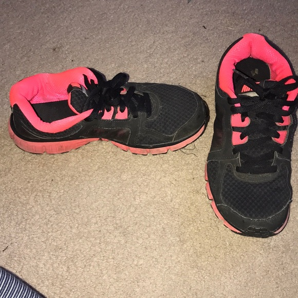Nike black and pink tennis shoes